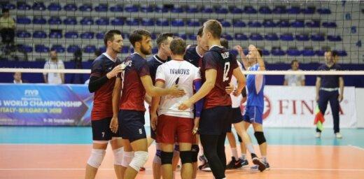 Latvijas volejbolisti piedzīvo pirmo zaudējumu galvenā trenera Kēla vadībā