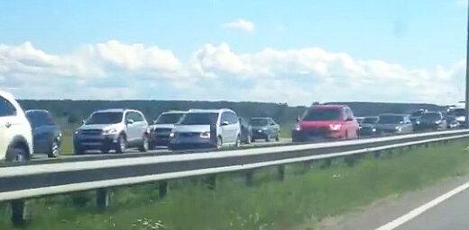 Video: Milzu sastrēgums uz šosejas pirms iebraukšanas Jūrmalā