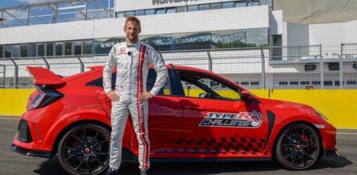 Džensons Batons ar 'Honda Civic Type R' uzstāda rekordu Hungaroringas trasē