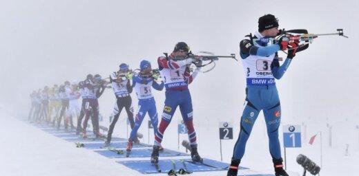 Latvijas biatlonistiem 19. vieta miglainajās Oberhofas PK stafetes sacensībās