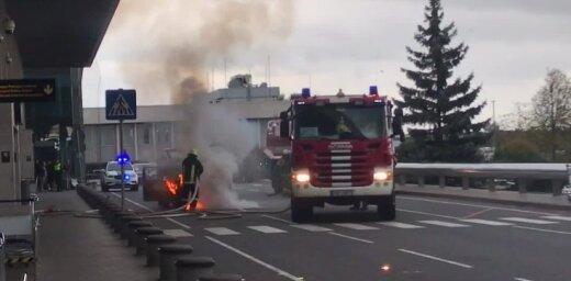 Video: Liesmas plosa taksometru pie lidostas 'Rīga' ieejas