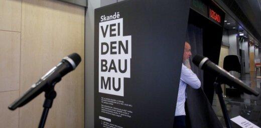 Foto: Gaismas pilī atklāta akcija 'Skandē Veidenbaumu!'