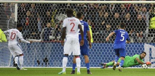 Lyon Alexandre Lacazette, penalty stoped Juventus Gianluigi Buffon