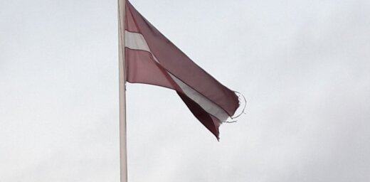 Aculiecinieces foto: Limbažu novadā plīvo noskrandis Latvijas karogs