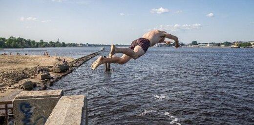 Вода в реках Латвии прогрелась до +22 градусов