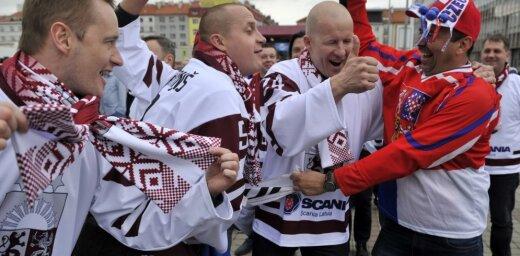 Foto: Latvijas fani pieskandina Prāgas ielas un O2 arēnu