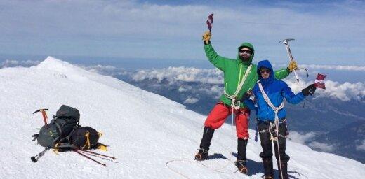 Vasaras ceļojuma stāsts: divi latvieši sasniedz Monblāna virsotni