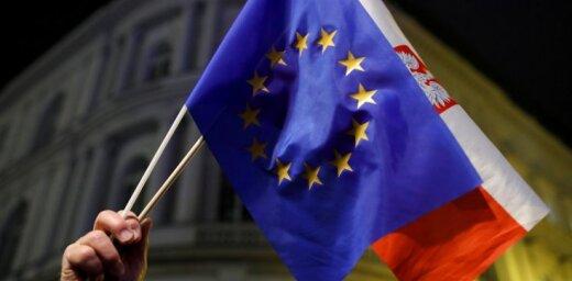 ES Tiesa Polijai liek apturēt lēmumu par tiesnešu pensionēšanos