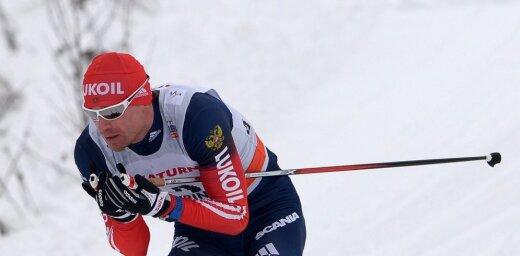 Titulētais Krievijas slēpotājs Viļegžaņins diskvalifikācijas laikā startējis sacensībās dzimtenē