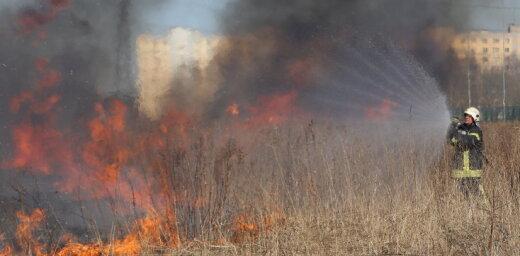 Piektdien VUGD dzēsis 57 kūlas ugunsgrēkus