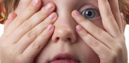 Pie acu ārsta Bērnu slimnīcā pieraksts pilns, profilaktiskās pārbaudes atsaka