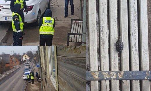 Foto: Policija Liepājā aiztur vīrieti ar granātu
