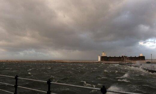 Brīdina par spēcīgu vēju jūras piekrastē