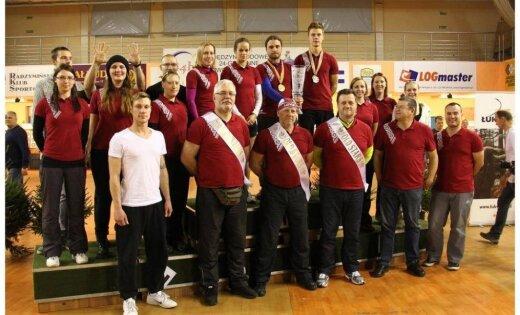 Foto: Latvijas lokšāvēji triumfē 24 stundu sacensībās Polijā