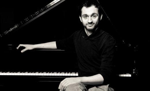 Pianists Eduards Grieznis izdevis Latvijas simtgadei veltītu solo albumu
