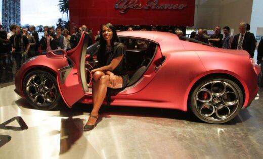 Спорткар Alfa Romeo 4C дебютирует раньше срока