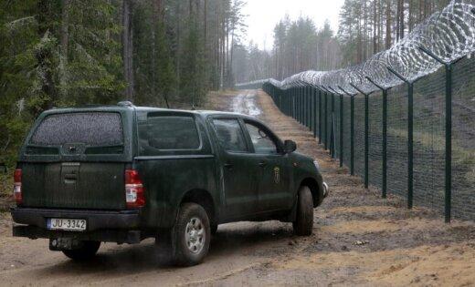 Robežsargi Līdumnieku pagastā par nelikumīgu robežšķērsošanu aiztur četrus indiešus