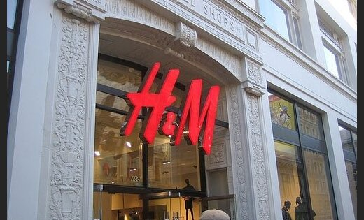 Valodas sargiem sūdzas par 'H&M' klientu apkalpošanu angļu valodā