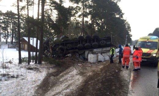 Foto: Smaga autoavārija uz Tallinas šosejas; viens bojāgājušais