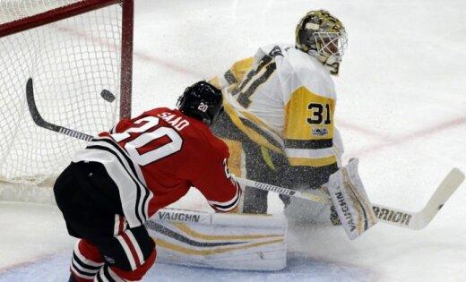 'Blackhawks' samet 10 'golus' Stenlija kausa īpašniekiem 'Penguins'