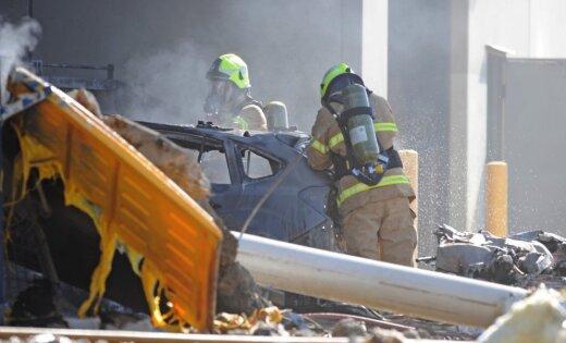 ВАвстралии легкомоторный самолёт упал наторговый центр
