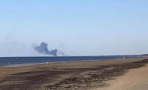 Kūlas ugunsgrēks Daugavgrīvā rada pamatīgu dūmu mākoni