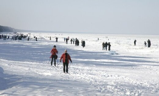 Рига: два подростка провалились под лед на Даугаве