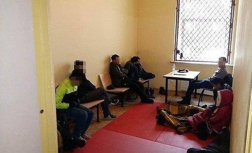 Литва: латвиец попался на провозе группы нелегалов