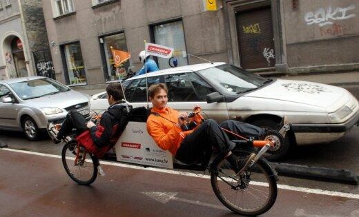 Fotoreportāža: Ar kopīgu velobraucienu atklāta Rīgas Velo nedēļa