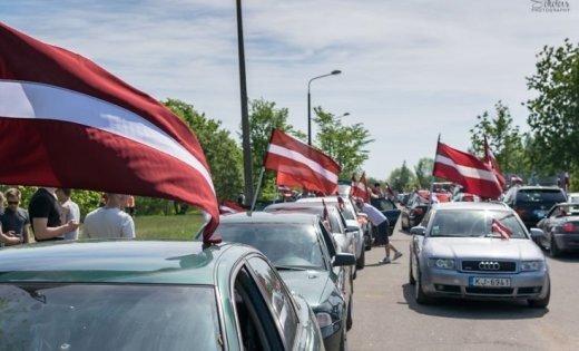 ФОТО, ВИДЕО: Нацблок провел автопробег с флагами, чтобы напомнить, кто в Латвии хозяин