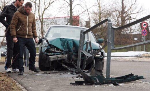 Kā rīkoties, iekļūstot auto avārijā valstīs, kas neietilpst Eiropas Ekonomikas zonā