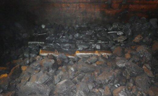 Преступники спрятали контрабанду под слоем угля