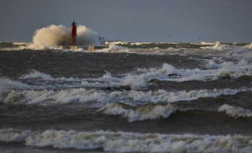 Jūras piekrastē gaidāms stiprs vējš, brīdina sinoptiķi