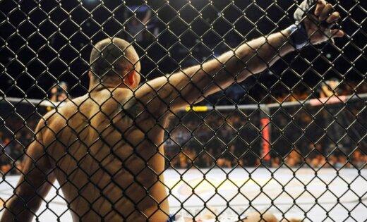 ВИДЕО: Однорукий боец вернулся на ринг и победил удушающим приемом