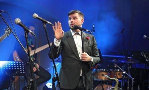 Noklausies! Intars Busulis laiž klajā jaunu singlu 'Viesnīcā lētā un svešā'
