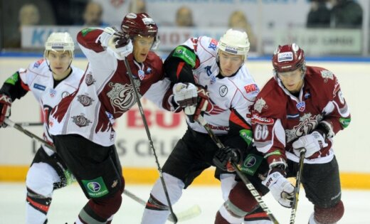 Holts paliek nepārspēts; Rīgas 'Dinamo' izcīna trešo uzvaru pēc kārtas