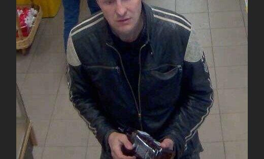 Полиция просит опознать мужчину, замеченного в магазине