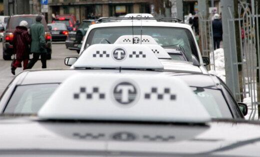 Латвийские такси могут платить больше налогов, но многие работают без чеков