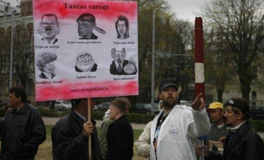 Protestā pret 'Latvenergo' tarifu paaugstināšanu piedalījušies ap 150 cilvēki
