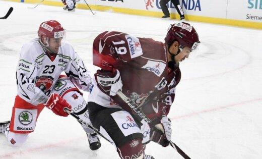 Rīgas 'Dinamo' zaudē Džeriņa un Cibuļska klubam un izstājas no Špenglera kausa