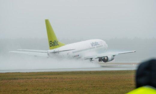 'airBaltic' lidmašīna Maskavā noslīdējusi no manevrēšanas ceļa