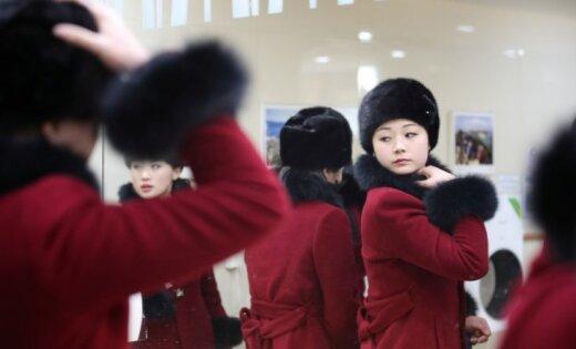 Foto: Kā Ziemeļkorejas 'skaistuļu armija' ieradās uz olimpiādi