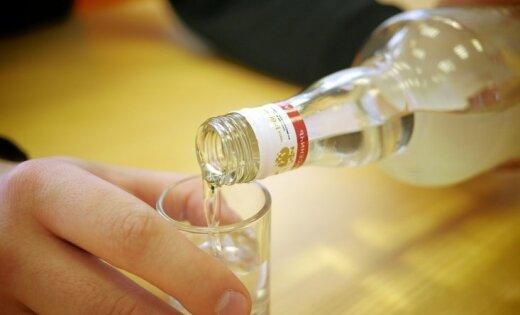 Три ребенка отравились алкоголем