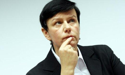 ФОТО: Экс-глава МВД Линда Мурниеце всерьез увлеклась татуировками