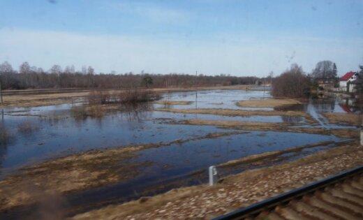 Rucavā un Nīcā plašā teritorijā applūduši lauki