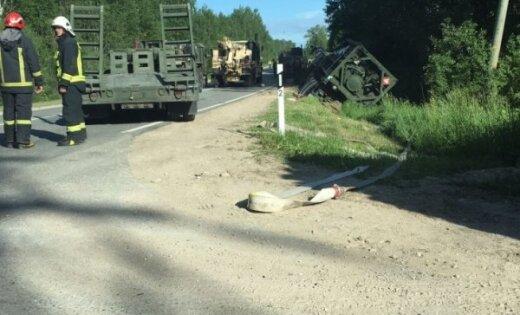 ВЛатвии перевернулась военная автоцистерна НАТО