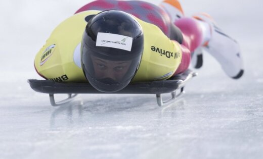 Martins Dukurs leģendārajā Sanktmoricas trasē izcīna bronzas medaļu