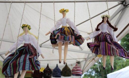 Foto: Vērmanes dārzā sācies tautas daiļamata meistaru gadatirgus