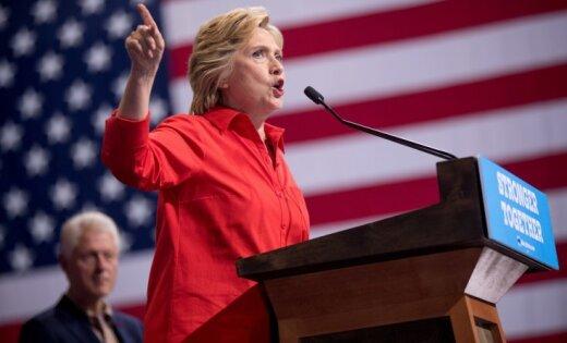 Чета Клинтон внынешнем году заработала практически 11 млн. долларов