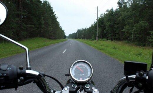 Talsu novadā noķer motociklistu, kurš traucies ar 159 km/h